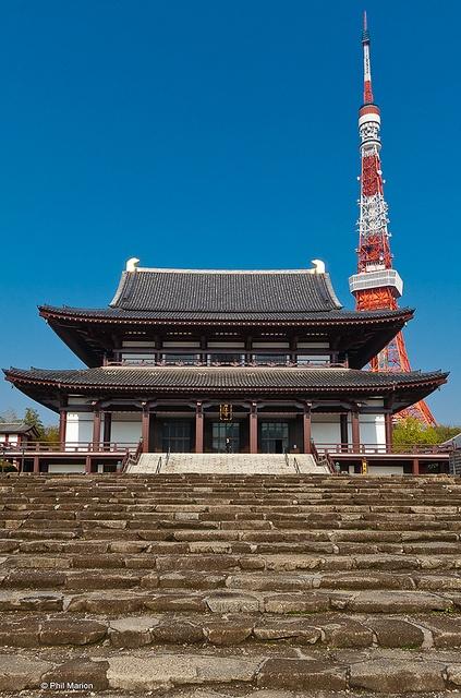 Tokyo Tower and Buddhist Shrine via http://www.reddit.com/r/japanpics/ |東京タワーとお寺