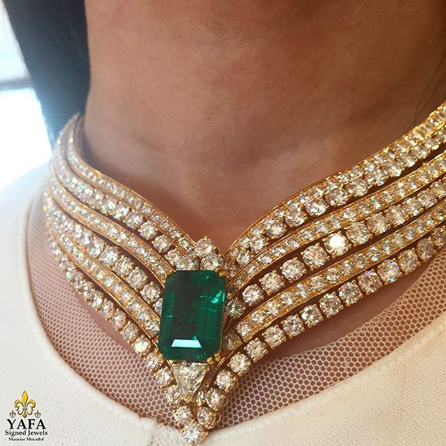 Majestic vintage Emerald and Diamond necklace by the renowned house of CARTIER