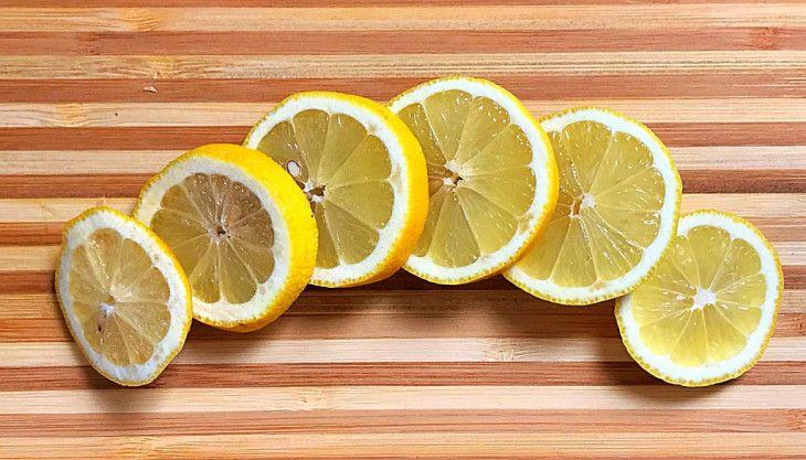 Strofinate le vostre Sopracciglia con il Limone per 4 Settimane e Scopritene i Benefici!