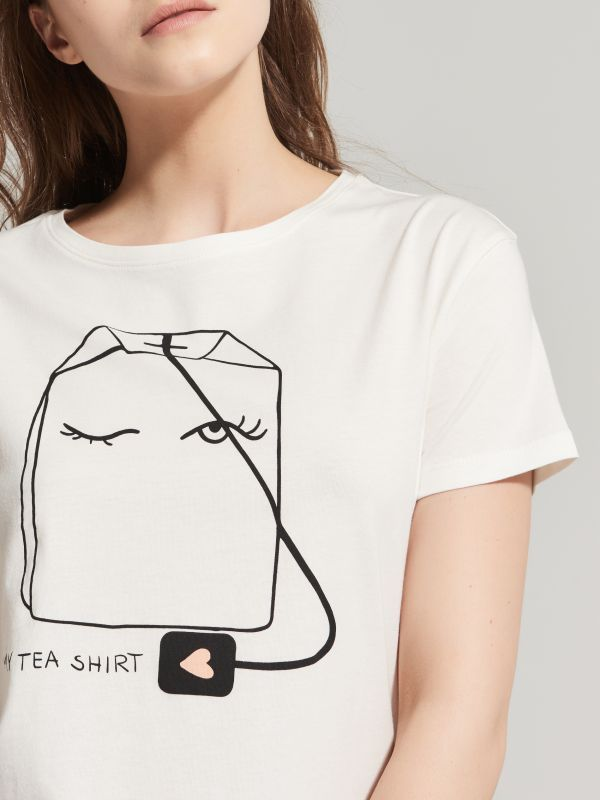 http://www.house.pl/pl/pl/ona/kolekcja/t-shirty/rd427-01x/my-tea-shirt-t-shirt