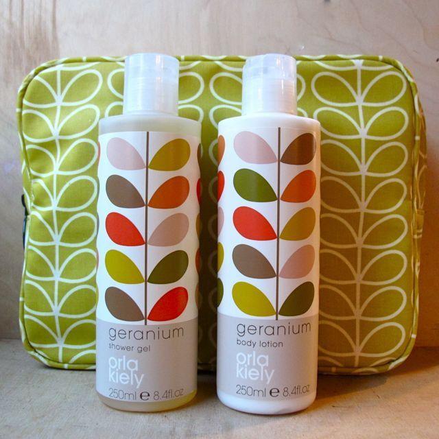 Orla Kiely Wash Bag Gift Set in geranium green