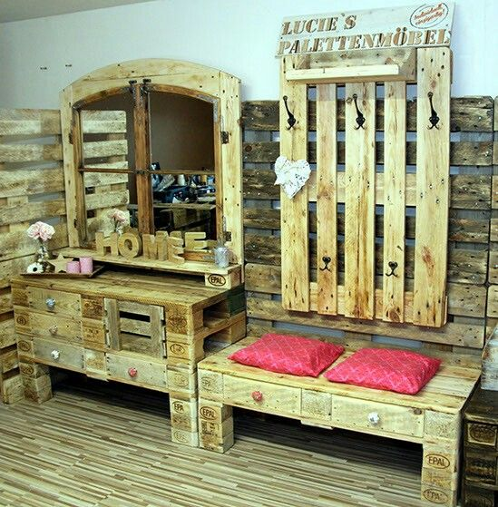 die besten 25 garderobe aus paletten ideen auf pinterest paletten garderobe garderobe. Black Bedroom Furniture Sets. Home Design Ideas