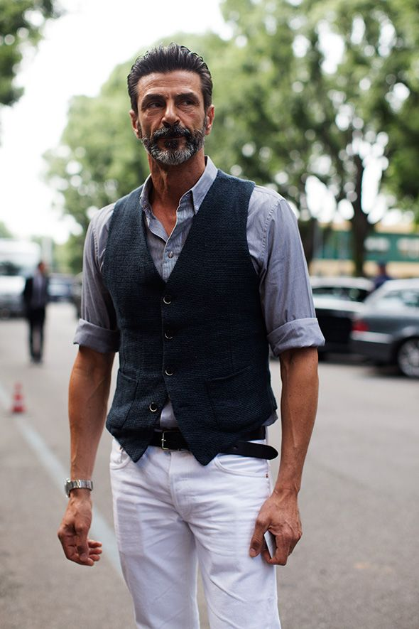 ベスト,ジレ,シャンブレーシャツ,ホワイト白パンツ,腕まくり,メンズコーデ