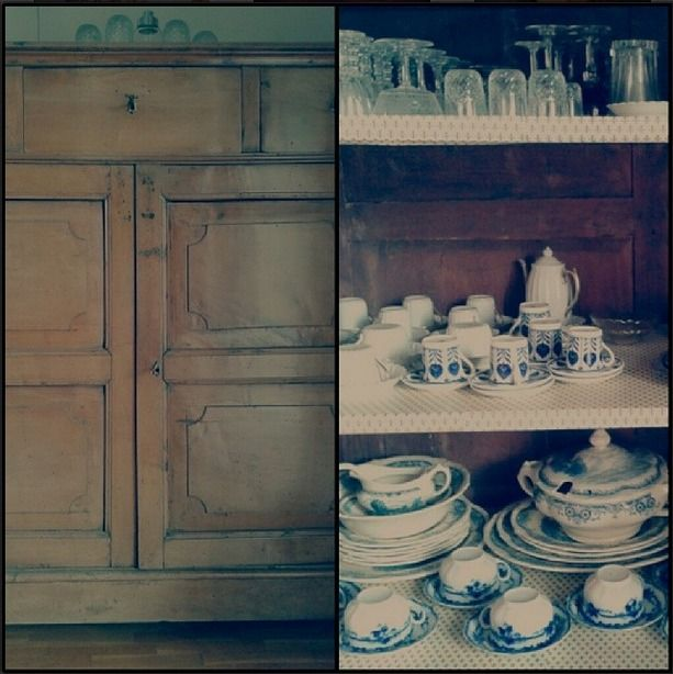 sideboard wood old furniture VintageStyle English plates fine Ancient porcelain service pot pottery porcellana crystal glasses bicchieri cristallo bonechina Grindley scenesaftercoleridge