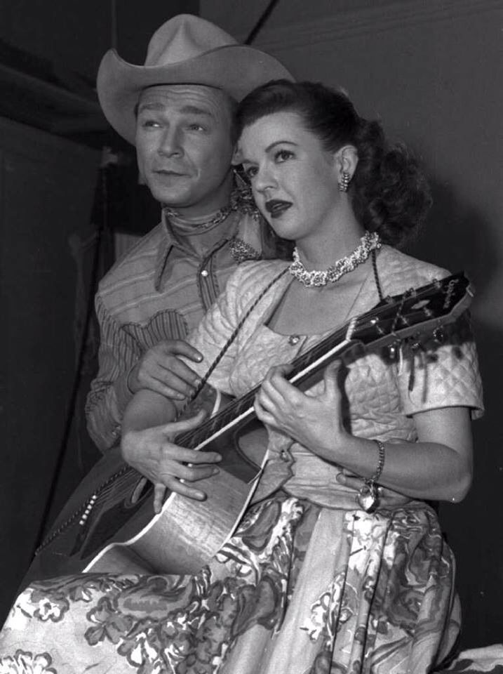 Roy Rogers and Dale Evans fashion style 40s 50s country western cowboy cowgirl dress skirt photo print ad movie star