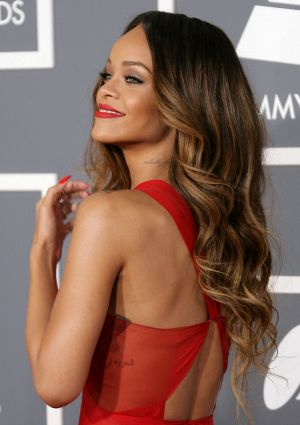 Ring in NYE like a celeb... and look like one, too {hair tutorials: sexy down curls and chic side bun}