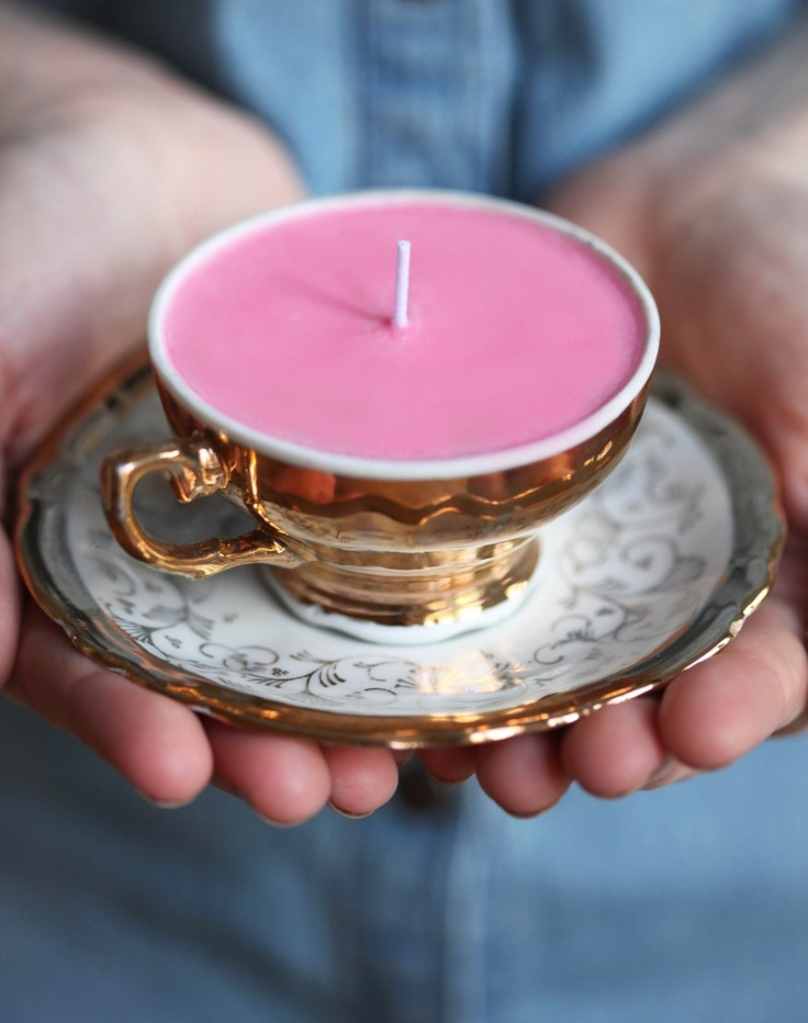DIY homemade tea cup candles! What an amazing and cheap gift, use green or red wax to make them look Christmassy!