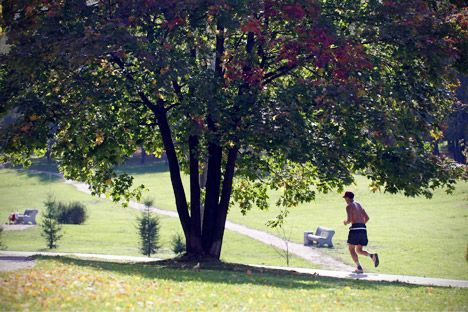 Nonostante la capitale russa abbia ancora molta strada da fare per rendere più facile la vita ai runner, la corsa sta acquisendo sempre più popolarità grazie agli sforzi del Comune, che ha rimesso a nuovo i principali parchi cittadini