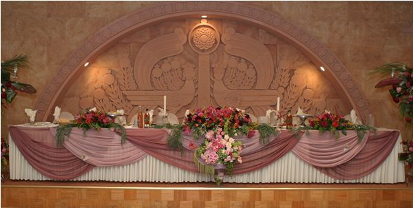 Head Table Decor Idea Help: Decorating Studio 39s Wedding Head Table Cake Table