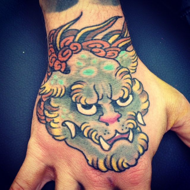 25 best ideas about japanese hand tattoos on pinterest foo dog tattoo foo dog and japanese. Black Bedroom Furniture Sets. Home Design Ideas
