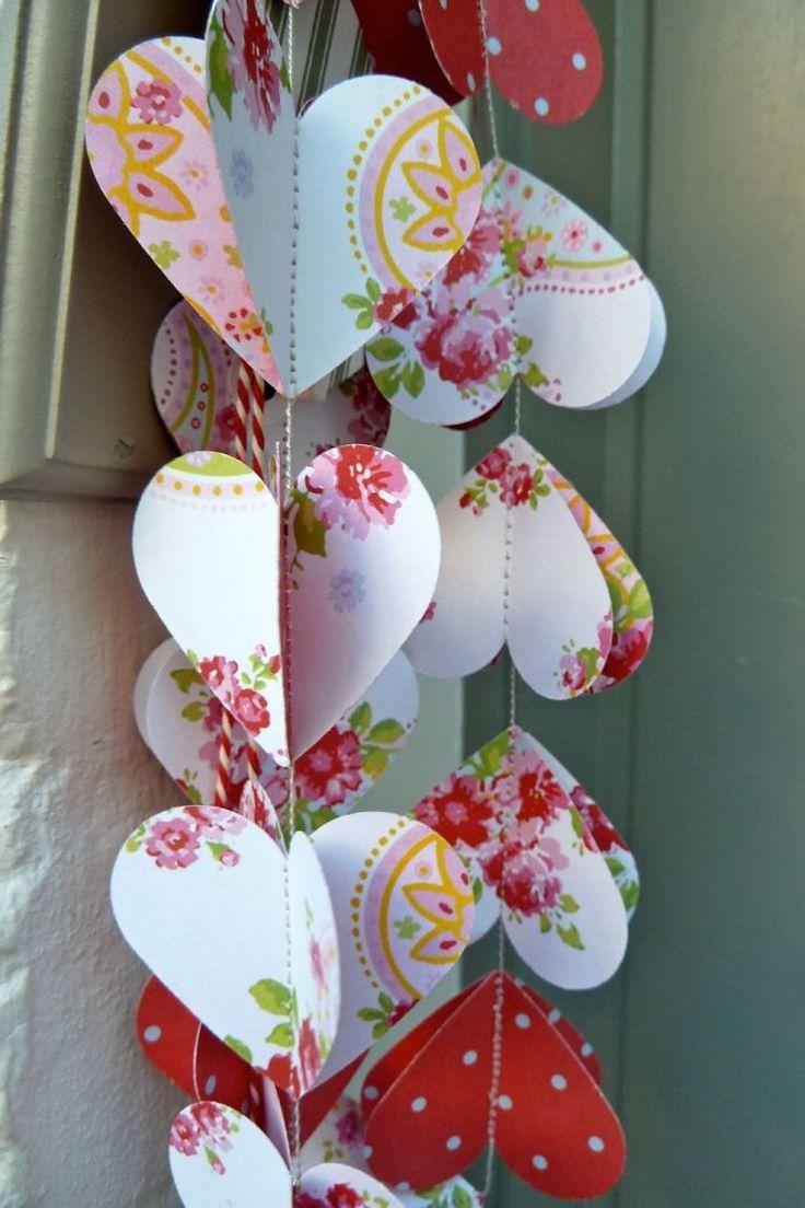 décoration St Valentin en guirlandes de cœurs fleuris - par La Mia Casa