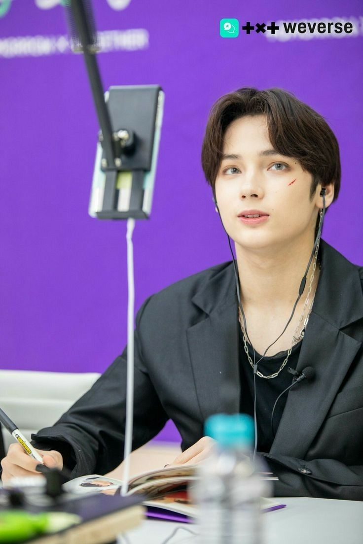 Weverse 200616 Tomorrow X Together Online Fan Meeting Behind The Scenes In 2020 Txt Boy Groups Kai