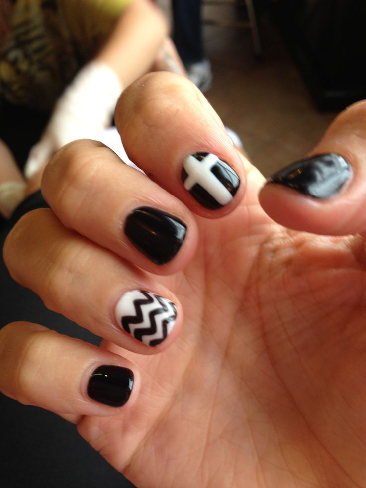 Nail Art Gel Black And White Cheveron Print Cross Nails Black Nails Gel Nails