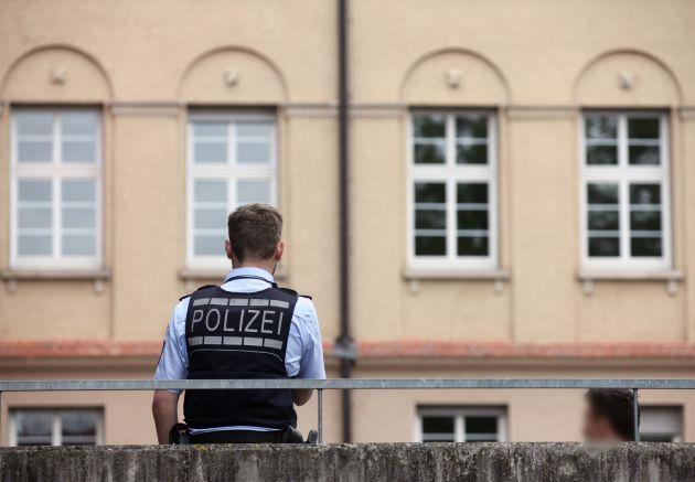 """Ein Schreiben der Kieler Polizei, das angeblich der """"Bild""""-Zeitung vorliegt, sorgt für Aufsehen und jede Menge Aufreger. Laut dem Dokument sind die Beamten dazu angehalten, auf die Identitätsfeststellung von kriminellen Flüchtlingen zu verzichten – zumindest, wenn diese """"niedrigschwellige"""" Delikte begehen"""