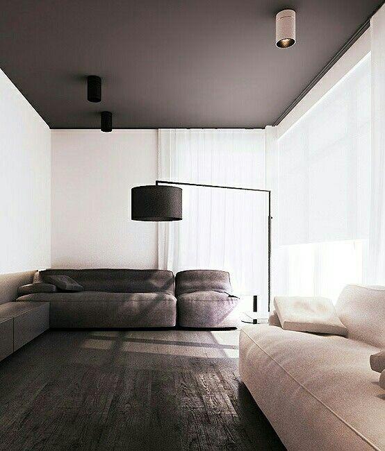 Minimál stílus fekete plafonnal és hatalmas, monokróm kanapékkal