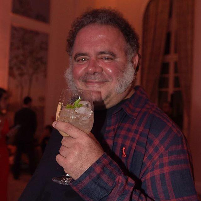 """Entre um drinque e outro (feito com o gim #amazzoni) nosso querido colunista @leojaimeoficial contou que está em campanha contra o #assedio: """"Demoraram para afastar o #josemayer. Isso já deveria ter acontecido há tempos!"""" . . . ## #MarieClaire26 #MaisHumorPorFavor #MarieClaireEmFesta #AniversarioMarieClaire #LeoJaime  via MARIE CLAIRE BRASIL MAGAZINE OFFICIAL INSTAGRAM - Celebrity  Fashion  Haute Couture  Advertising  Culture  Beauty  Editorial Photography  Magazine Covers  Supermodels…"""