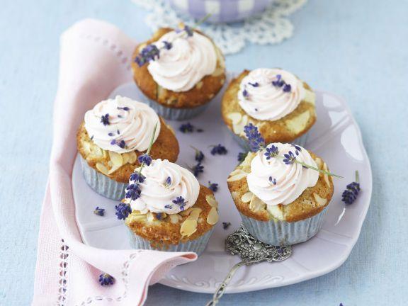 Apfel-Cupcake mit Lavendel-Sahne-Topping ist ein Rezept mit frischen Zutaten aus der Kategorie Kernobst. Probieren Sie dieses und weitere Rezepte von EAT SMARTER!