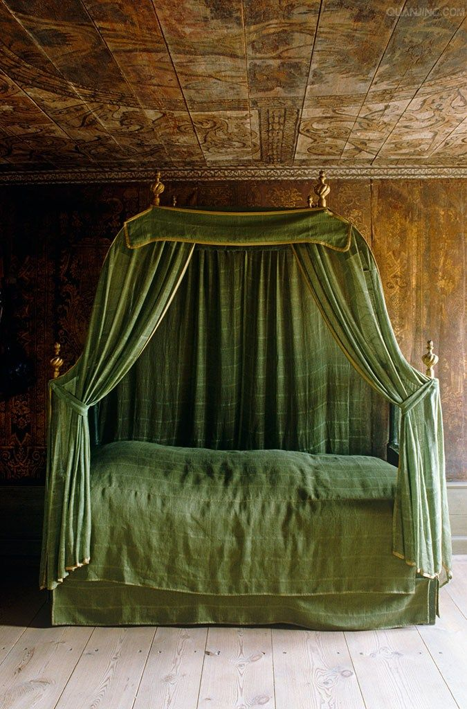 canopy bed against the - photo #6