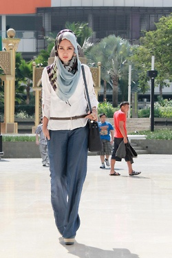 "Hijab style: I wish I could wear this without it being kinda weird (I'm not of any of the ""covered up"" faiths.)"