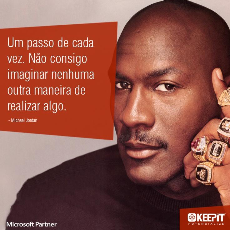 """""""Um passo de cada vez. Não consigo imaginar nenhuma outra maneira de realizar algo."""" - Michael Jordan #quote #inspiration #frases"""