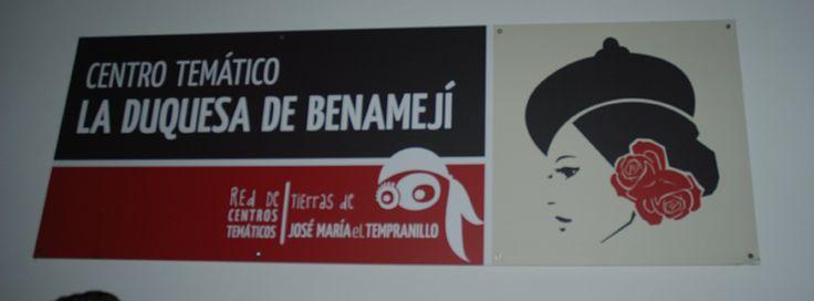 Este cartel en la entrada nos indica en que edificio nos encontramos, en el Centro Temático LA DUQUESA DE BENAMEJI