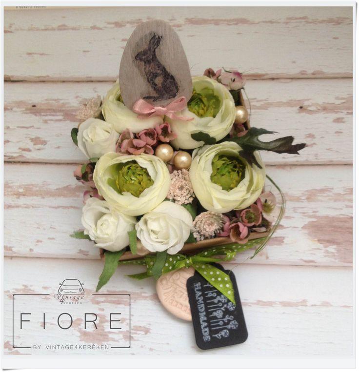 Húsvéti boglárkás virágdoboz. Easter flower box.