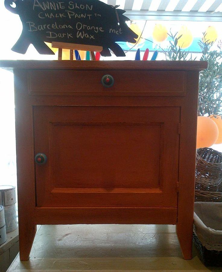 Kastje uit onze winkel in Annie Sloan krijtverf Barcelona Orange