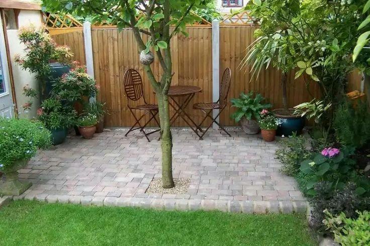 Sencillo y con sombra. Hermosa forma.de conservar el arbol.en un patio xs.