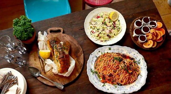 СУББОТА / УЖИН - Паста аля Путанеска // используйте спагетти или пенне // Можете исключить анчоусы и каперсы, вкус поменяется, но не критично // Подавать с простым микс салатом с редисом (крупно натертым) заправленным оливковым маслом