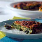 SPINAZIE OMELET (2 personen) - 1/2 teentje knoflook, gesnipperd; - 10g pijnboompitten; - olijfolie; - 250 g verse spinazie;  - 2 eieren  Bak pijnboompitten. Voeg spinazie toe. Voeg eieren toe. Omdraaien en eet smakelijk!