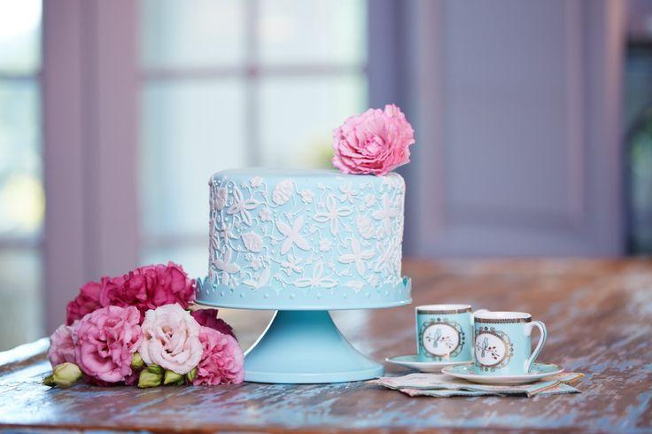 Single Tier Vanilla Cake with Lace Applique