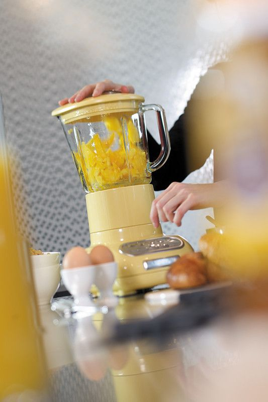 Make delicious Summery smoothies in a flash with our powerful and elegant Artisan Blender! A colour to suit any kitchen! Much love KitchenAid Africa xx