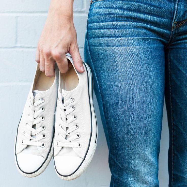 Weiße Turnschuhe reinigen: Mit diesen 4 genialen Tricks sehen eure Sneaker wieder aus wie neu! – Biene Maja
