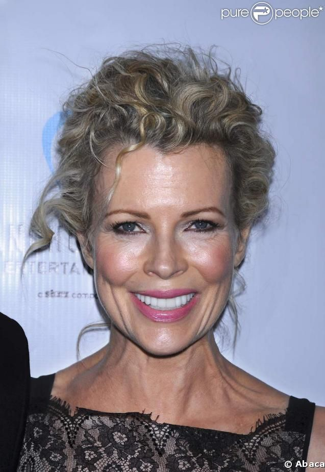 Kim Basinger, 60 years old. Omg, she' s getting more beautifull than ever!