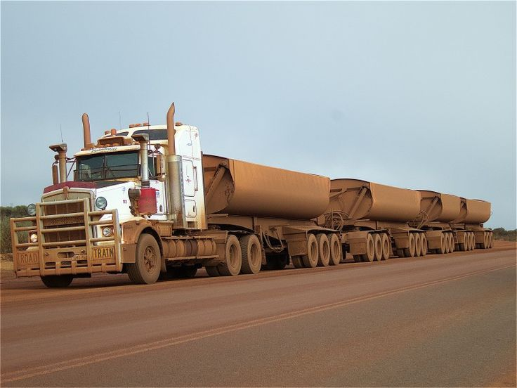 BA2741/165: Road train carrying iron ore between Mount Gibson and rail loading facility at Perenjori, 23 July 2015 (Click to Start Zoom)