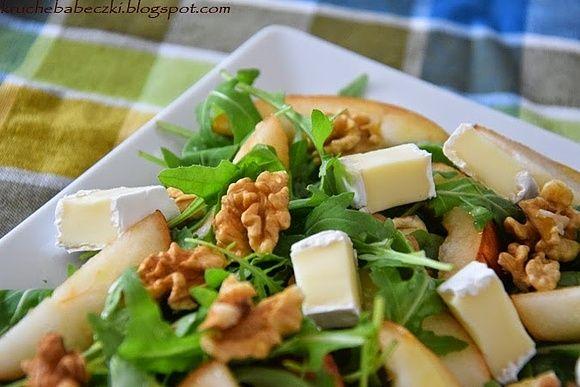 Sałatka z rukolą, gruszką, orzechami i serem camembert - pyszności