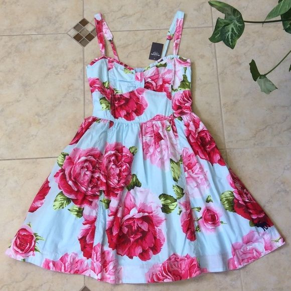 Abercrombie & Fitch floral dress NWT! Absolutely stunning! Romantic and girly. Adjustable straps and elastic backing for comfortable fit. Sweetheart ruffled neckline. 100% cotton. Abercrombie & Fitch Dresses