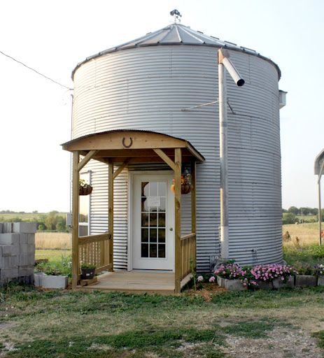 Granny's Country Cottage Bed & Breakfast in northwest Missouri was once a grain silo. Now turned B, plan a getaway that you won't soon forget! How fun is this?