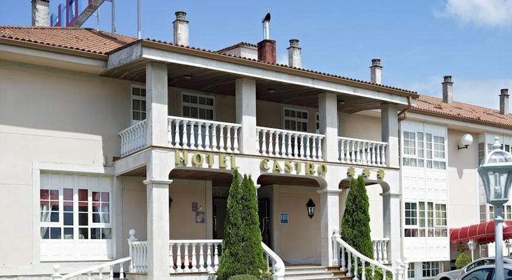 Hotel Castro Formarís This hotel is situated a short distance from the centre of Santiago and near the Tambre and Costa Vella business districts. The site has lovely gardens and parking.  The hotel is situated in a tranquil and pleasant setting.