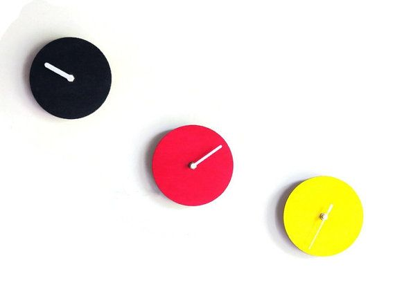 レーザーカット木材ミニマリズムの壁時計ウッドウォールクロックモダンなウォールクロックカラーウォールクロックカスタム壁時計ウッドクロックラウンドクロック by DigitalHandmade