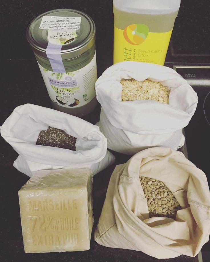 Primeiras compras a granel com os meus próprios sacos na ideal Bio. Encontrei 1 litro de óleo de côco achei o frasco lindo e vou reutilizá-lo. Enquanto não faço o sabonete líquido em casa comprei este de 1 litro. O sabão de marseille é enorme e será para fazer detergente da roupa. Não vai ser fácil produzir lixo zero há imensas coisas que não encontrei a granel como farinhas bebida de cereais (tipo café) especiarias... Já sei de alguns sítios que vendem mais algumas coisas mas não quero…