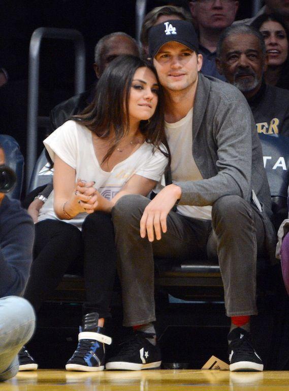 Mila Kunis-Ashton Kutcher:   Αν και ξεκίνησαν να βγαίνουν την άνοιξη του 2012, η σχέση τους έγινε πιο hot μέσα στο 2013, ενώ τους ακολουθούσαν οι φήμες περί αρραβώνα όλο το χρόνο. Τώρα δεν τους εμποδίζει τίποτα μετά την έκδοση διαζυγίου του Kutcher από τη Demi Moore. Στο γάμο του αδερφού της Kunis έσκασαν μύτη μαζί και φαίνονταν πολύ άνετοι και αγαπημένοι.