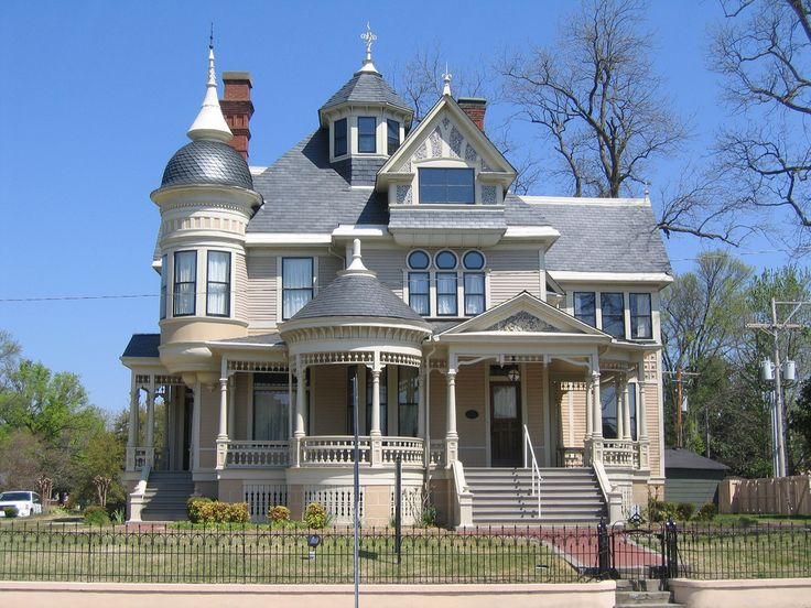 143 best Awesome Houses images on Pinterest | Victorian house ...