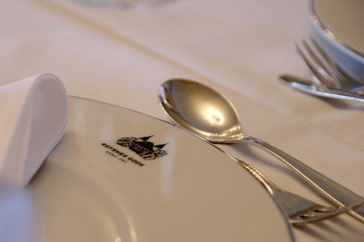 The hotel Refsnes Gods logo, our dinner plates, table ideas,