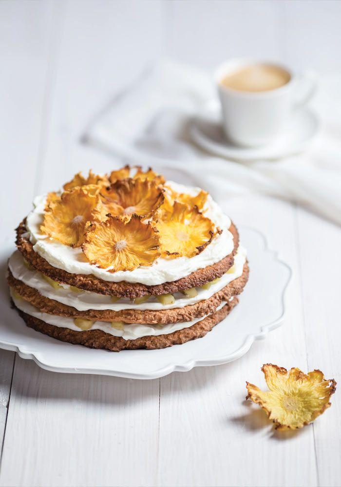 coconut cake with pineapple flowers from jedzeniestygnie.pl