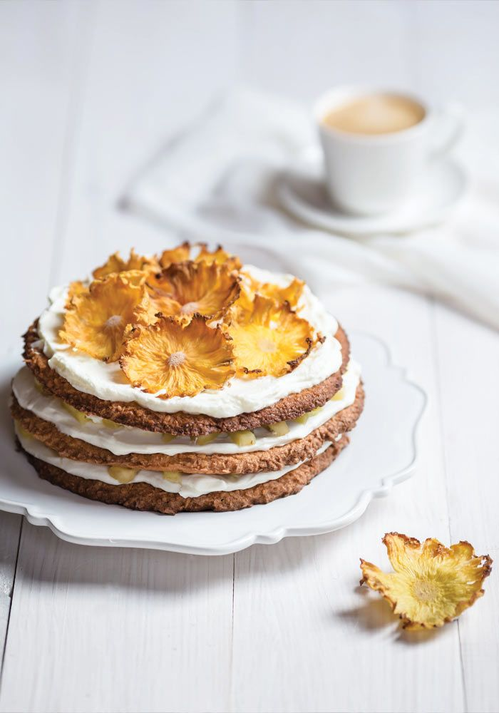 coconut cake with pineapple flowers from jedzeniestygnie.pl