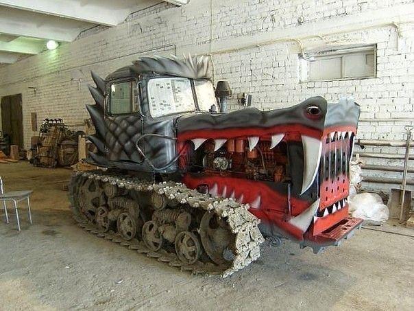 Старый трактор.