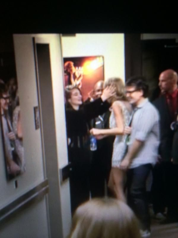 Taylorde backstage after Taylor's VMA performace.