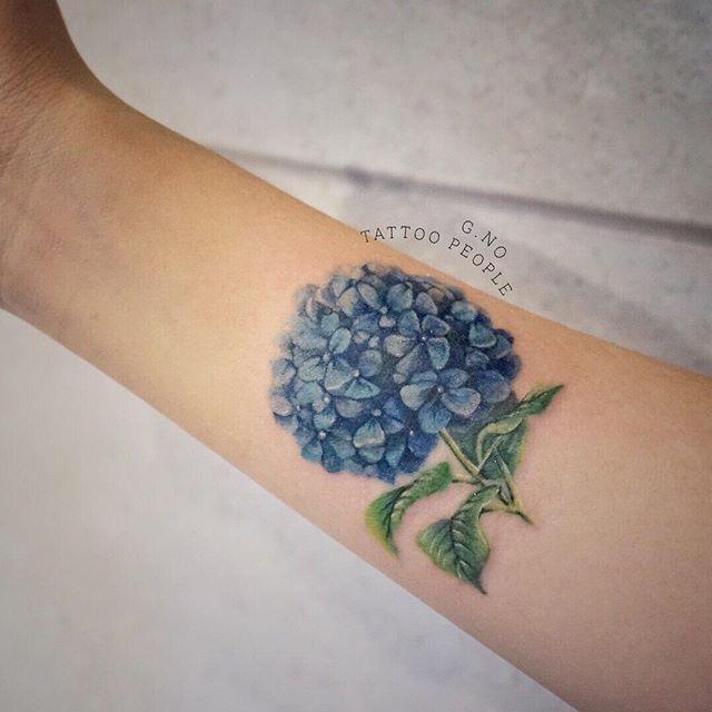 #hydrangea #flowertattoo #tattoopeople #torontotattoo #hydrangeatattoo #lovely #colortattoo #armtattoo #totoro #canada