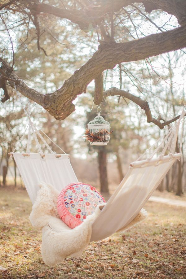 แม่ชอบนอนบนเปล เปลน่านอนแบบนี้จะสบายขนาดไหนเนี่ย>< ต้นไม้เยอะกว่านี้หน่อยน่าจะดี เเม่ชอบอากาศเย็นๆ ลมพัดสบาย